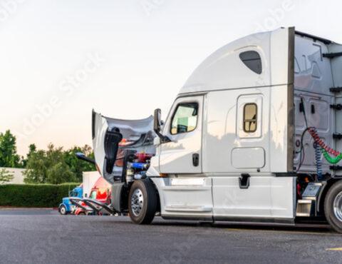 Diesel mechanic near me - truck mechanic near me - diesel repair near me - 18 wheeler truck repair near me, 18 wheeler truck services near me - diesel repair shop near me – Xpress Shop Diesel Repair East Dundee, Chicago Metro
